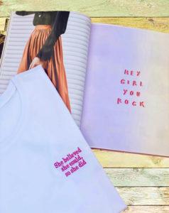 White&Simple 3D Tişört Kadınlar Günü